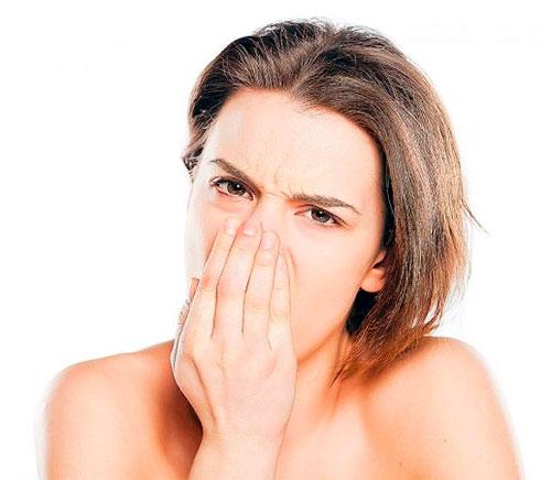 Запах мочи изо рта, галитоз: причины и лечение