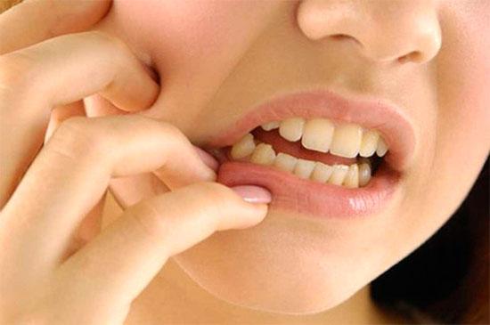 Почему болит зуб под пломбой