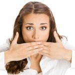 Запах ацетона изо рта: причины и лечение