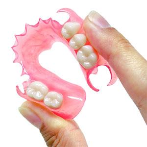 Преимущества мягких зубных протезов