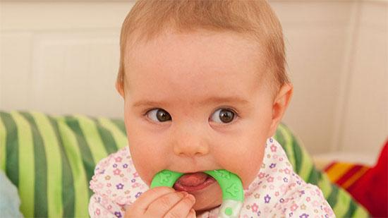 Как помочь ребенку на этапе прорезывания зубов
