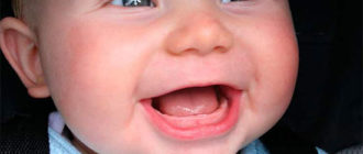 Когда начинают резаться зубки и как понять, что это началось