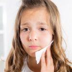 Почему болит щека у ребенка внутри и что делать