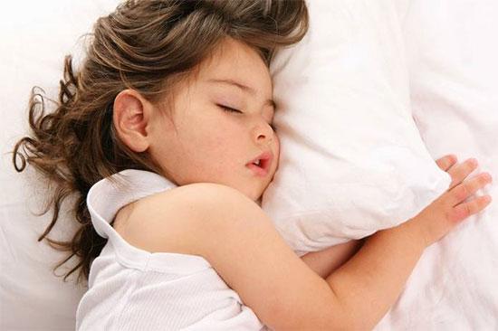 Ребенок скрипит во сне зубами: причины и лечение