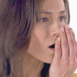 Неприятный запах от десен: причины и лечение