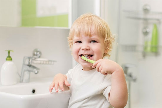 Как правильно чистить зубы у детей