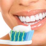 Как ухаживать за полостью рта после имплантации зубов