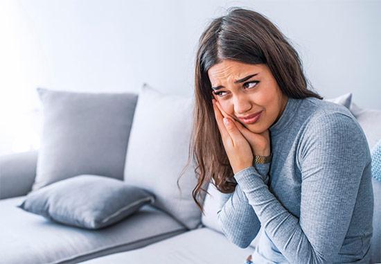 Боль десен и зубов: основные причины и способы лечения